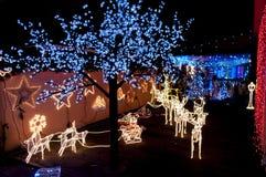 Många prydnader för julljus Arkivbild