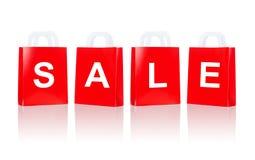 Många röda shoppingpåsar med försäljningsord Arkivfoto