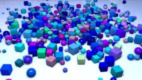 Många sfärer och kuber faller från över in i ramen på nivån och flyger längs den Intressera sammansättning 3d av stock video
