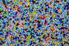 Många små prydde med pärlor pärlor Arkivbilder