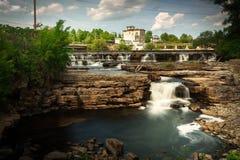 Många små vattenfall i Almonte, Ontario Kanada Royaltyfri Foto