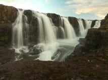 Många små vattenfall på Island Arkivbild