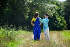 Många småbarn, pojkar och flickor som är iklädda kläderen fotografering för bildbyråer