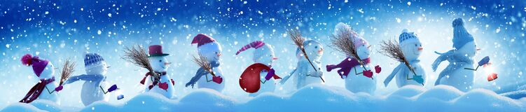 Många snögubbear som står i vinterjullandskap Arkivfoton