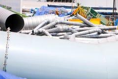 Många stål- och aluminiumrör royaltyfria foton