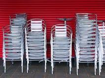 Många staplade utomhus- stolar för silver Fotografering för Bildbyråer