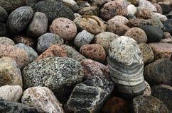 Många stenar av olika former Arkivfoto