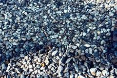 Många stenar som ligger på jordningen och som är passande för bakgrunden royaltyfria foton