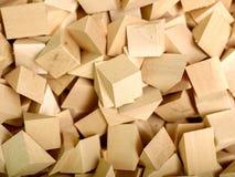 Många stycken av trä är rimliga att slösa bort från den huvudsakliga produkten Arkivfoton