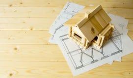 Många teckningar för byggande och hus på trä Arkivfoton
