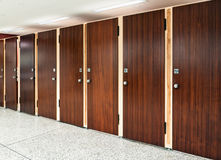 Många toalettdörrar Royaltyfria Foton