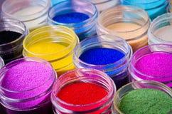 Mångfärgad målarfärg i krus Fotografering för Bildbyråer