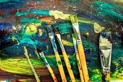 Mångfärgad målarfärgdesign med borstar för abstrakt texturbakgrund Arkivfoto