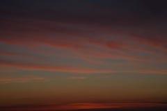 Mångfärgad mjuk signalhimmelsolnedgång och moln Arkivbilder