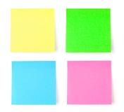mångfärgad postit för anmärkningspapper Arkivbild