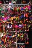 Mångfärgade asiatiska mjuka leksakbilliga prydnadssaker Arkivfoto