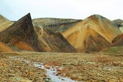 Mångfärgade berg på Landmannalaugar, Royaltyfria Bilder