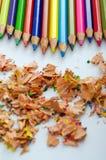 Mångfärgade blyertspennor Arkivbild
