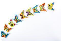Mångfärgade fjärilar i mexicansk keramik royaltyfri fotografi