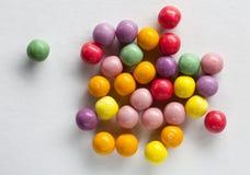 mångfärgade gumballs Arkivfoto