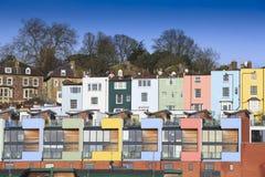 Mångfärgade hus i Bristol Arkivfoton