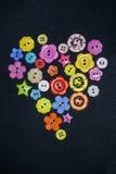 Mångfärgade knappar i form av hjärta Fotografering för Bildbyråer