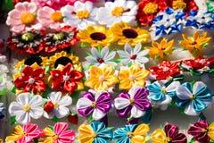 Mångfärgade konstgjorda blommor Royaltyfri Fotografi