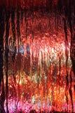 Mångfärgade ljus som är synliga till och med texturerat exponeringsglas royaltyfri foto