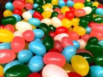 Mångfärgade sötsaker och figurerade godisar Arkivbild