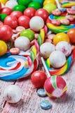 Mångfärgade sötsaker och tuggummi Fotografering för Bildbyråer