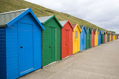 Mångfärgade strandkojor Fotografering för Bildbyråer
