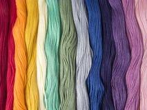 mångfärgade trådar för bomull Royaltyfria Foton