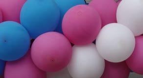 Mångfärgade uppblåsbarbollar som bakgrund Royaltyfri Foto