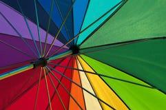 Mångfärgat golfparaply efter regnet Royaltyfri Foto