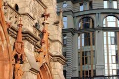 Mångfalden av geometri i den gamla och moderna arkitekturen royaltyfri fotografi