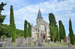 Månghundraårig kyrka och kyrkogård Royaltyfria Foton