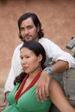 mångkulturellt barn för par Royaltyfri Fotografi