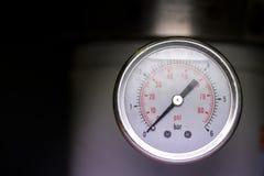 Mått för meter för manometerturboladdaretryck i röroljeväxt Arkivbild