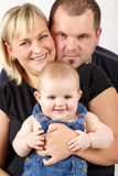 Mère affectueuse et père embrassant son bébé Photos libres de droits