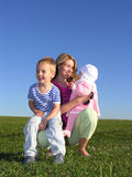 Mère avec des enfants image stock