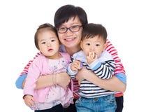 Mère avec des jumeaux image stock