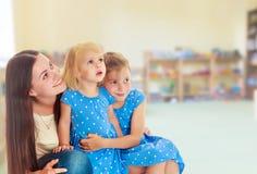 Mère avec deux descendants Photo libre de droits