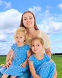 Mère avec deux descendants Photo stock