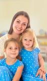 Mère avec deux descendants Photos libres de droits