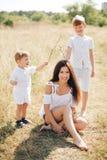 Mère avec deux fils Photos stock