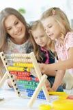Mère avec deux petites filles Photos stock