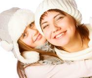 Mère avec l'enfant dans des chapeaux d'hiver Photos stock