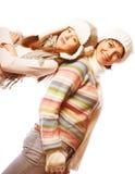 Mère avec l'enfant dans des chapeaux d'hiver Image libre de droits