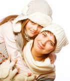mère avec l'enfant dans des chapeaux d'hiver Photos libres de droits