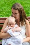 Mère avec l'enfant nouveau-né photos libres de droits